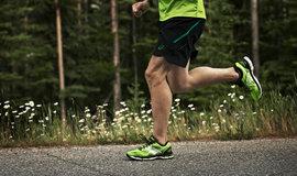 "ASICS GEL-NIMBUS® 17 - выбор редакции ""Runner's World"""